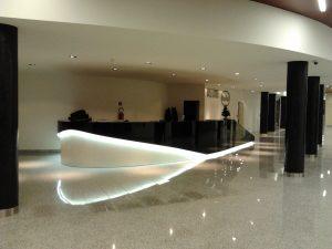osvetlenie interiérov, recepčné pulty