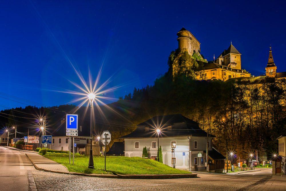 LED úsporné moderné verejné osvetlenie oravský hrad