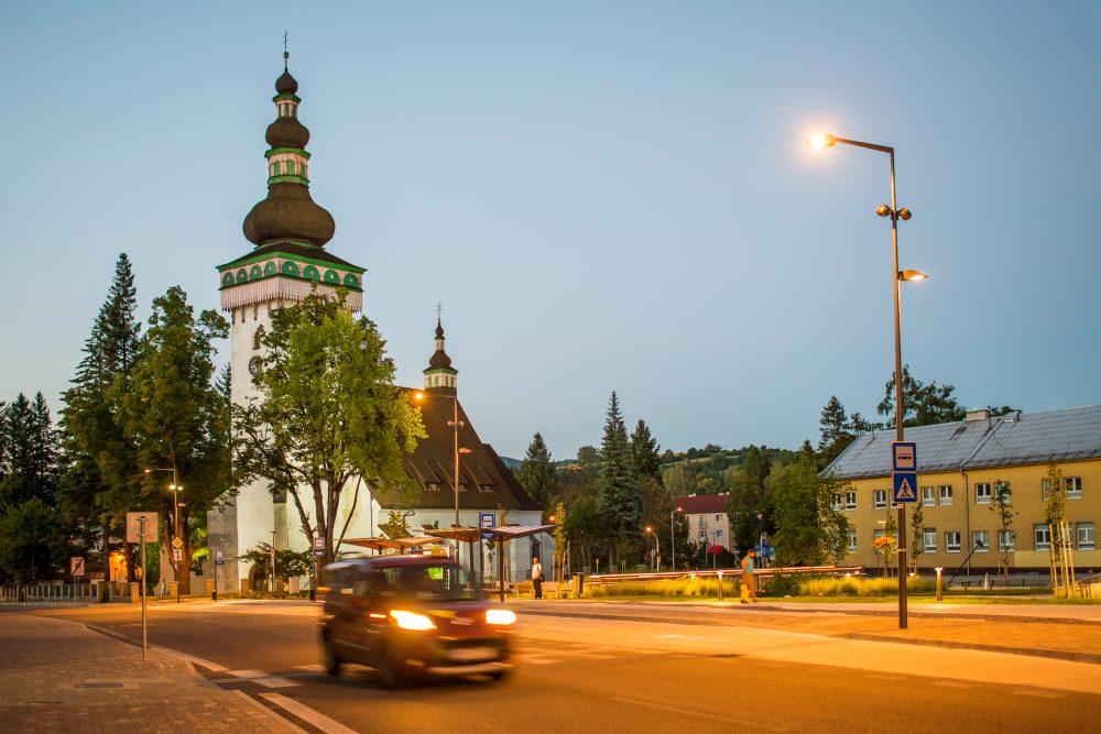 LED úsporné moderné verejné osvetlenie mesta obce Handlová