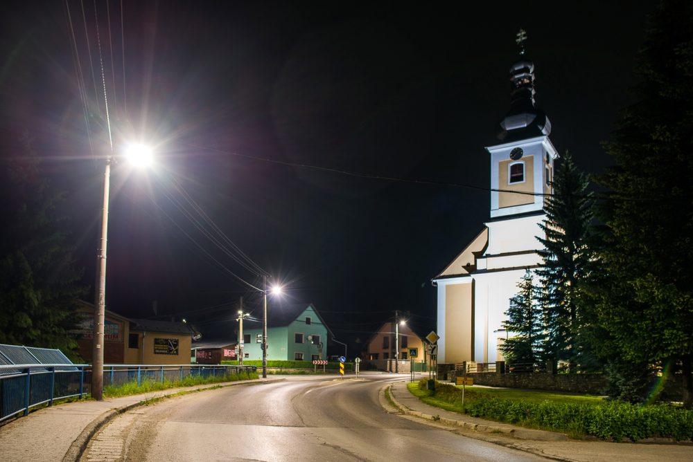 LED úsporné moderné verejné osvetlenie mesta obce Hruštín