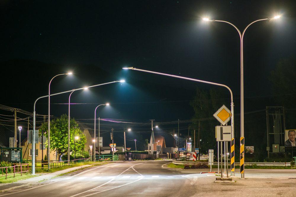 LED úsporné moderné verejné osvetlenie mesta obce Liptovská Osada